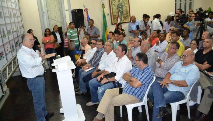 Prefeito José Ronaldo também falou sobre a nova frota de ônibus do município. Foto: José Barreto Jr.