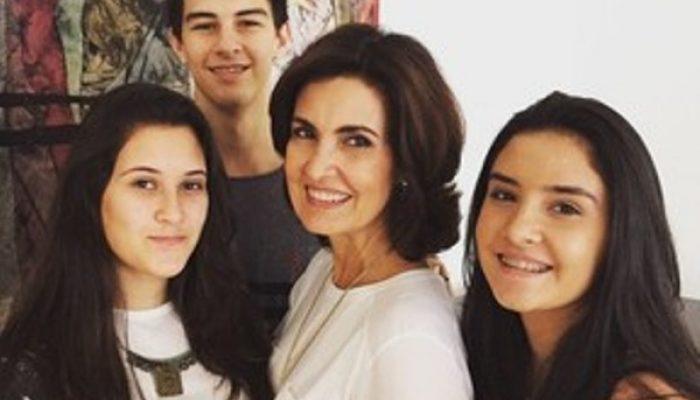 Fátima Bernardes com os filhos trigêmeos (Foto: Reprodução/Instagram)