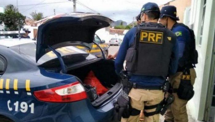 Produtos apreendidos são levados para a delegacia de Itatim. Foto: PRF/Divulgação.