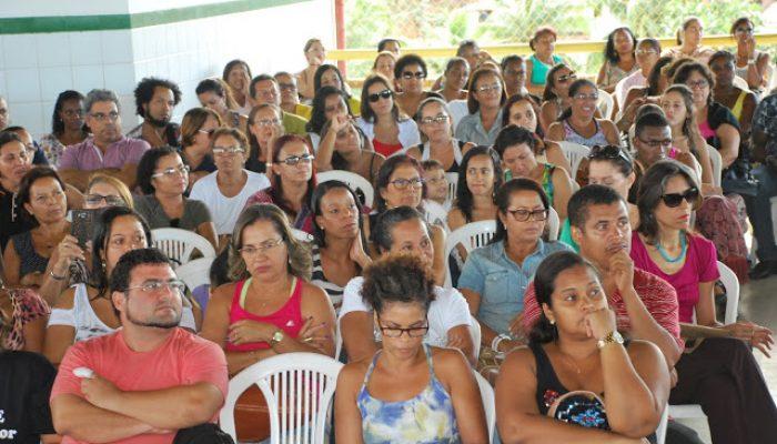 Professores desaprovam decreto municipal. Foto: Blog/Asprolf.