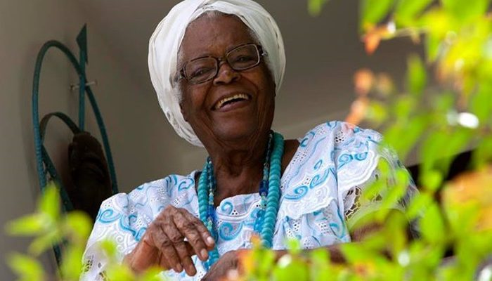 Mãe Stella é ialorixá do terreiro Ilê Axé Opô Afonjá. Foto: aratuonline.com.br.