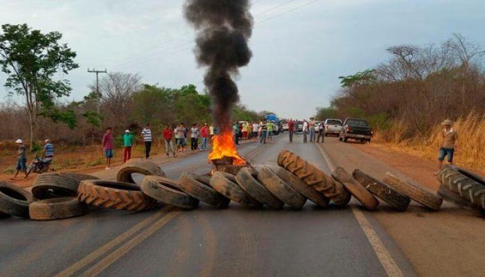 Grupo permite apenas a passagem de ambulâncias. Foto: Dorival Oliveira/Arquivo pessoal.
