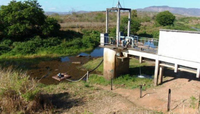Devido à redução da vazão do rio Pardo, em decorrência da ausência de chuvas na região, não tem sido possível captar água suficiente (Foto: Reprodução)