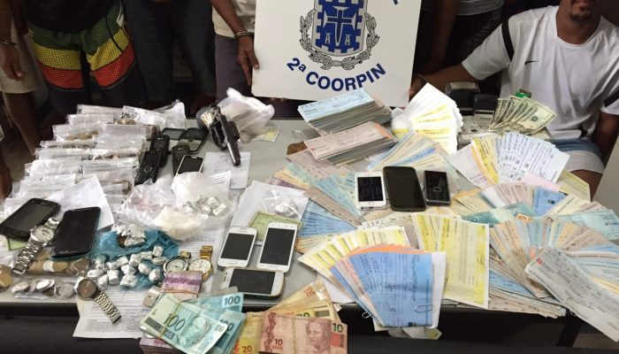 Os cheques pertenciam ao agiota Luiz Fabiano Gomes de Oliveira, 42 anos, um dos alvos da ação. Foto: Ascom Polícia Civil