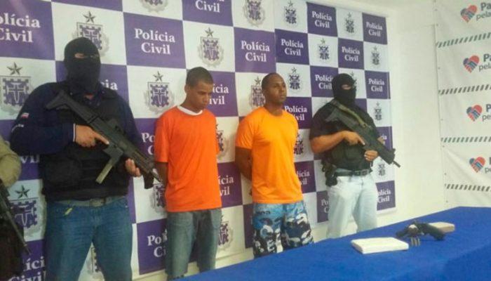 Paulo e Edenivaldo foram apresentados. Terceiro homem já está preso e será apresentado na tarde desta sexta (2). Foto: Amanda Palma