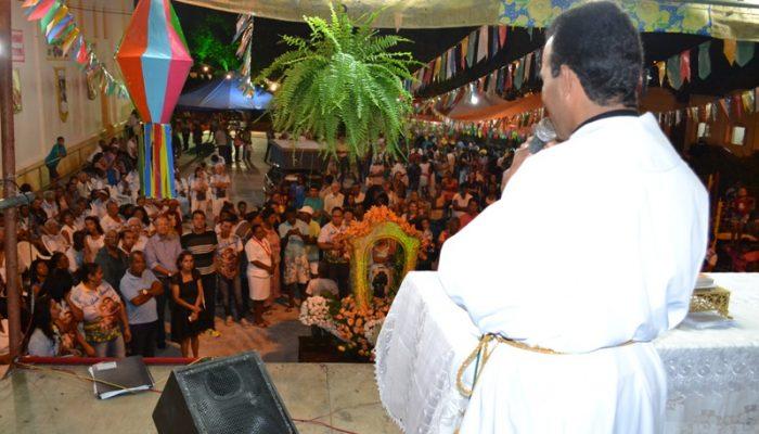 Padre Edmundo agradeceu a dedicação e empenho de todos que contribuíram para a realização do trezenário deste ano. Foto: Olá Bahia