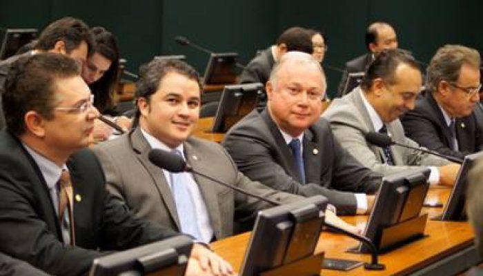 Efraim Filho e Paulo Azi na Câmara Federal Foto: Divulgação