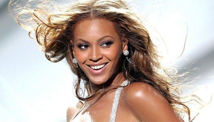 Par de sandálias possuem 1.310 diamantes. Foto: Reprodução/ATL Pop