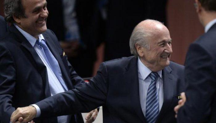O suíço Joseph Blatter comemora após ter sido reeleito presidente da Fifa Divulgação/Agência Lusa/EPA/Walter Bieri