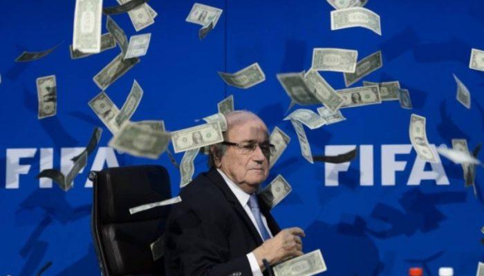 """Blatter está sendo investigado criminalmente por assinar contratos de TV """"desfavoráveis"""" à Fifa e fazer """"pagamentos desleais"""". Foto: Reprodução/O Globo - Fabrice Coffrini /AFP"""