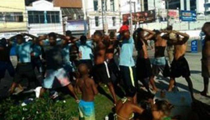 Polícia abordou suspeitos logo após a confusão. Foto: Divulgação/PM