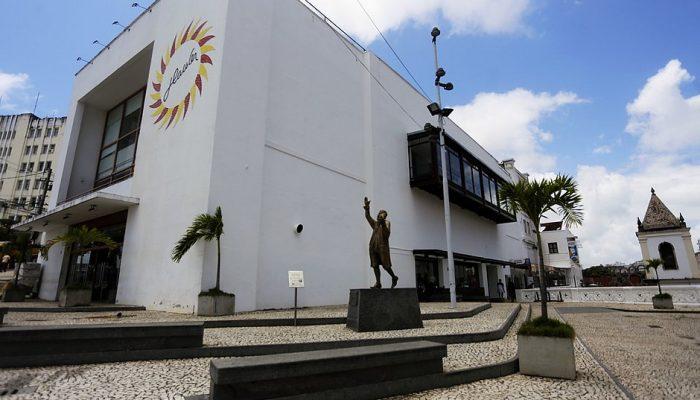 Espaço Itaú de Cinema Glauber Rocha, no Centro de Salvador, é um dos poucos cinemas de rua do país (Foto: Marina Silva/CORREIO)