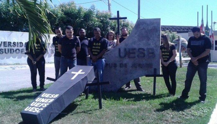 Técnicos e Analistas protestam na Uesb. Fotos: Wellington Nery