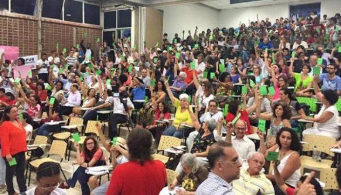 A decisão pelo fim da greve foi aprovada por ampla maioria dos professores. Foto: Reprodução/Facebook/Apub
