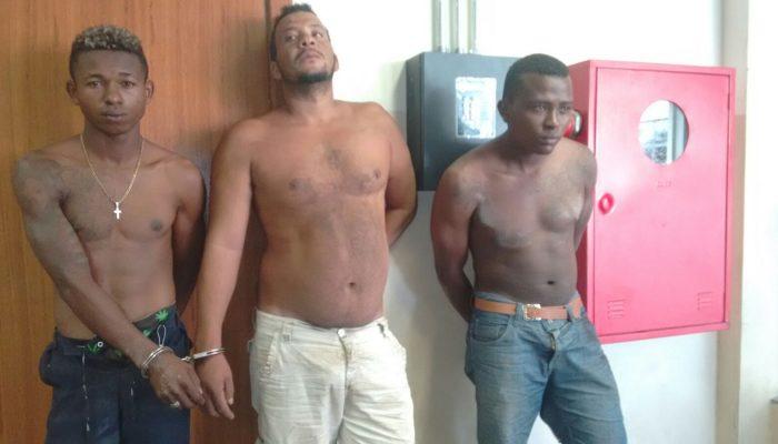 Homens estavam em uma casa abandonada em atitude suspeita. Foto: Sotero Filho/Ronda Policial