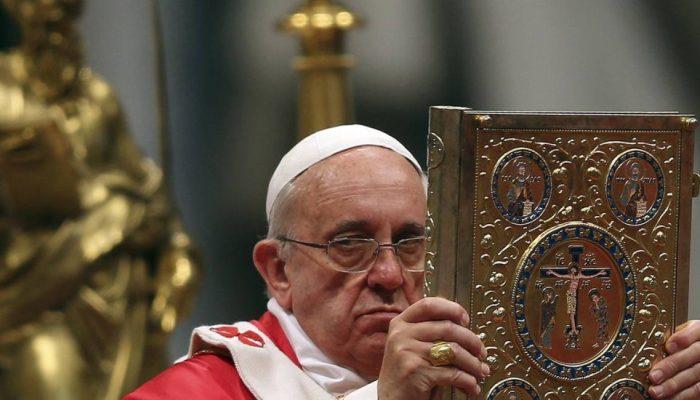 Papa Francisco na Basílica de São Pedro, no Vaticano, em 29 de junho – Foto: Alessandro Bianchi / Reuters