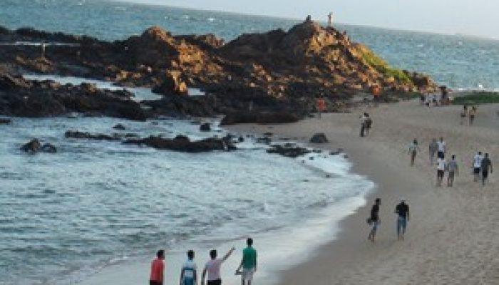 Praia do Farol da Barra está imprópria para banho. Foto: Lílian Marques/ G1