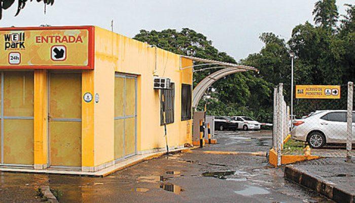 Entrada do estacionamento que fica em frente ao Hospital São Rafael. (Foto: Evandro Veiga)